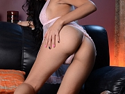 Shemale Vivian jerks toys her anus