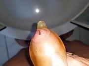 Ins Kondom gepisst - Pissing in Condom